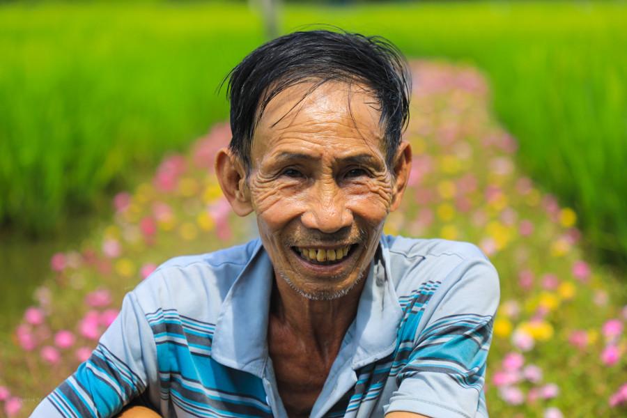 Con đường hoa mười giờ ở vùng ngoại ô Sài Gòn - 1