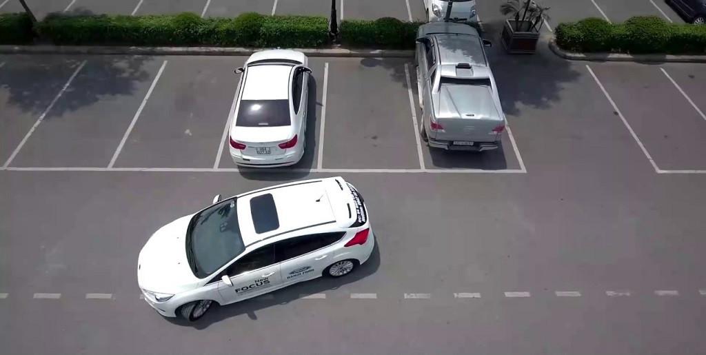 lùi xe ô tô