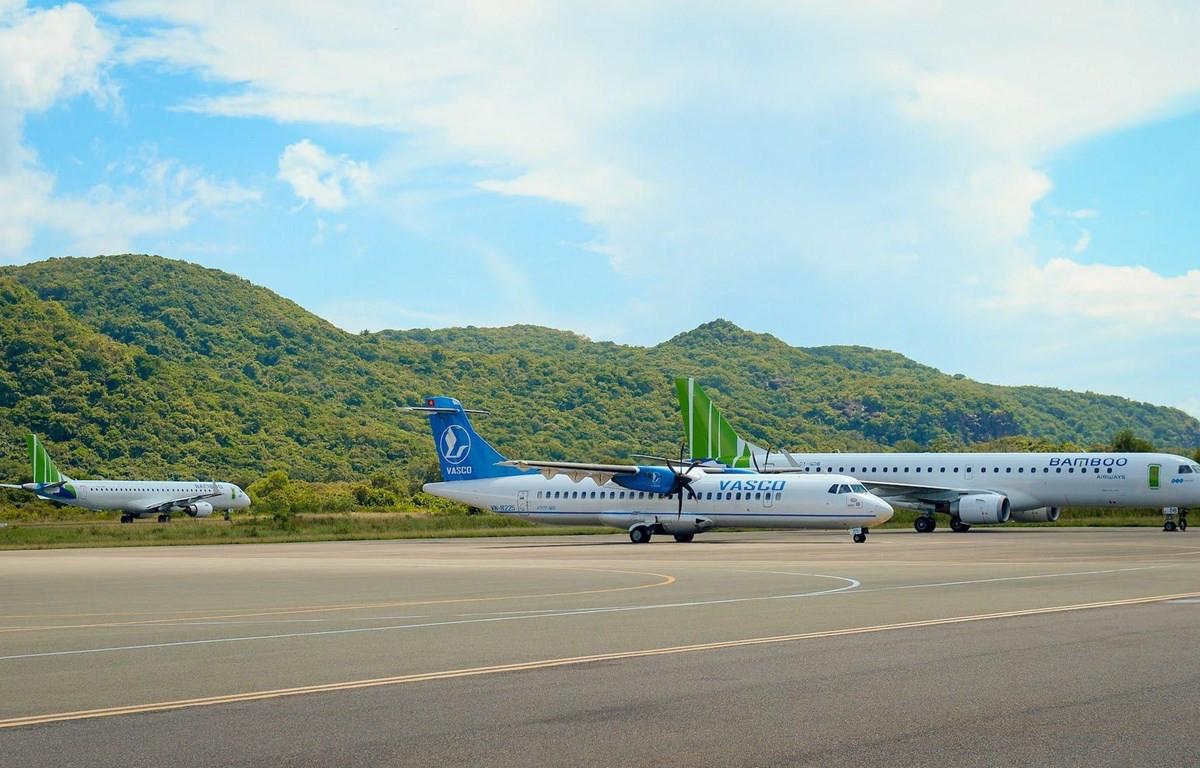 Các đường bay tới Côn Đảo, Kiên Giang, Cà Mau, Điện Biên đang là sân chơi giữa Vietnam Airlines và Bamboo Airways. (Ảnh: CTV/Vietnam+)