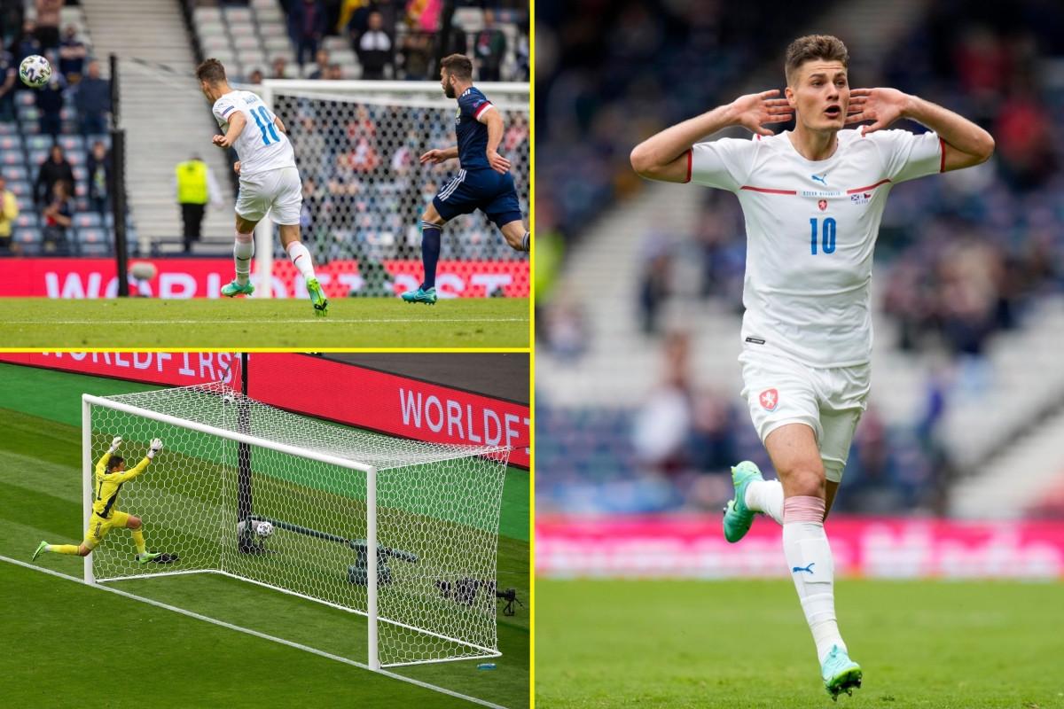 Cú sút từ giữa sân của Patrik Schick là bàn thắng đẹp nhất EURO 2021 (Ảnh: Talksport)