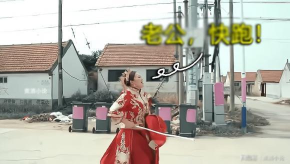 Chú rể bị nhà gái trói vào cột điện, cô dâu phải mang gậy tới giải vây-3