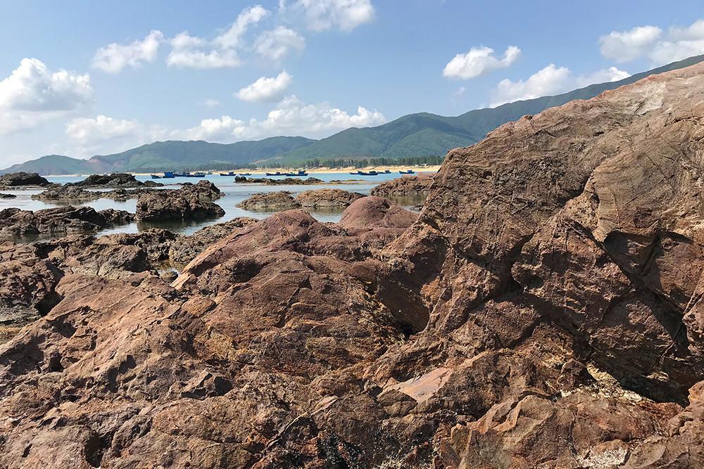 Ấn tượng gành đá Lộ Diêu với nhiều khối đá hình thù kỳ lạ - 1
