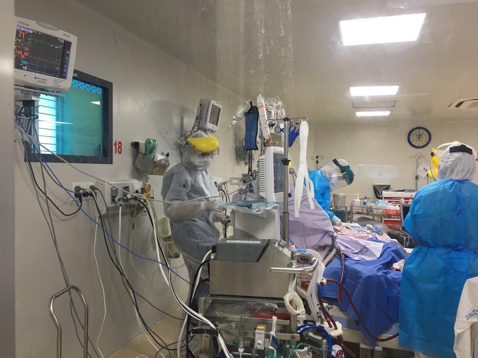 Thêm 1.898 người mắc COVID-19 mới, chủ yếu ở TP.HCM - 1