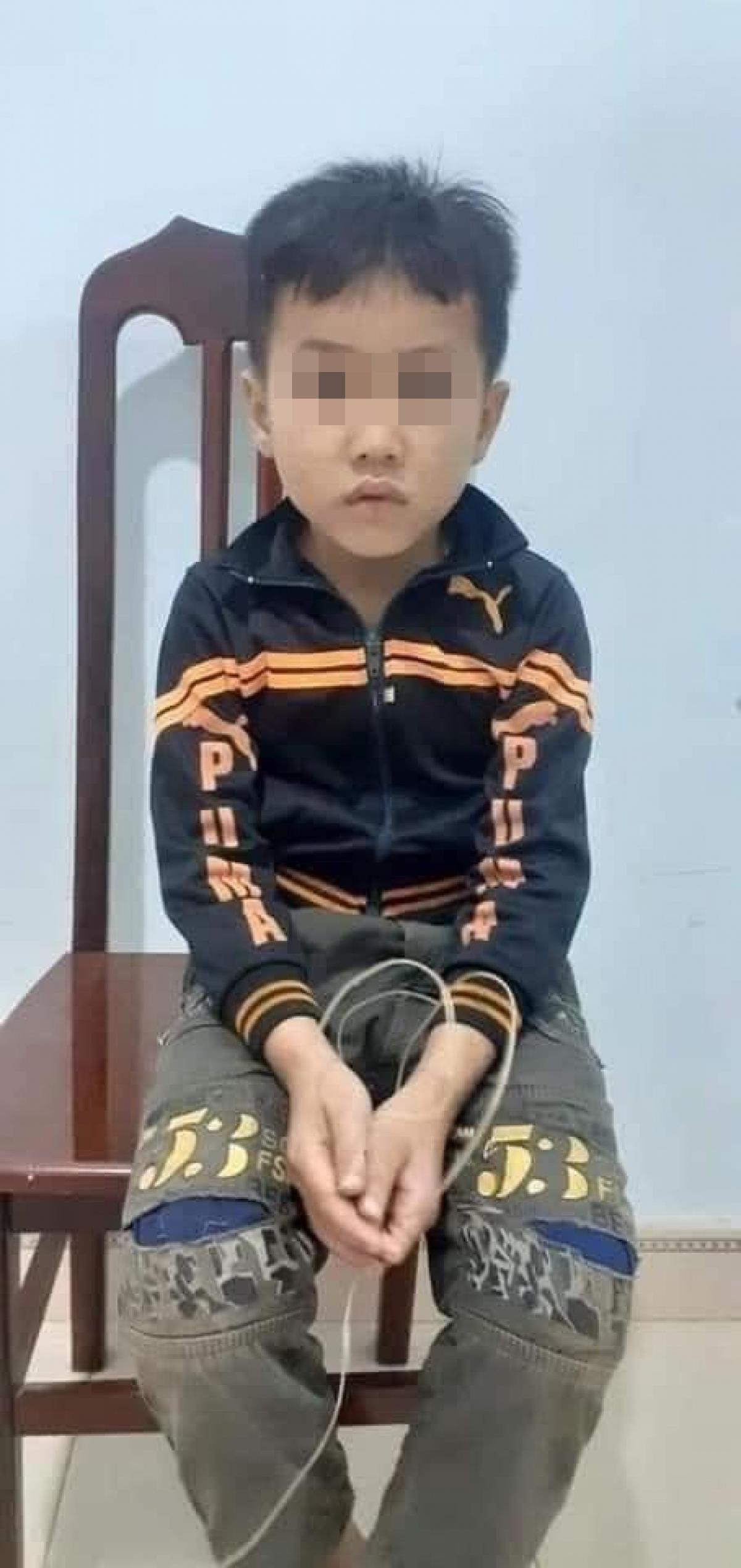 Sự thật hình ảnh cháu bé 10 tuổi bị bán sang Trung Quốc vừa được giải cứu - 2