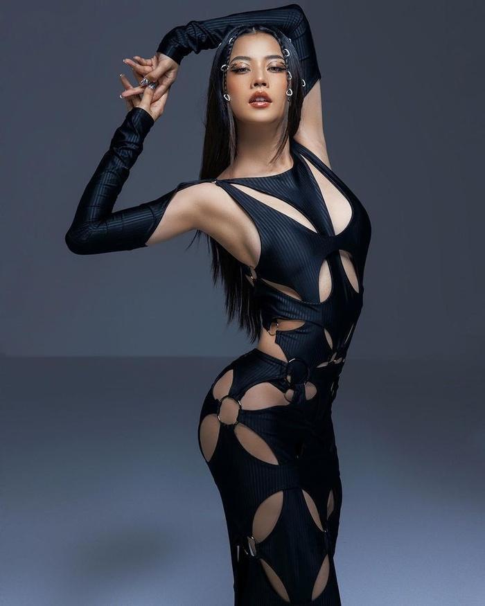 Sao Việt chạy theo trào lưu mặc váy thủng lỗ-2