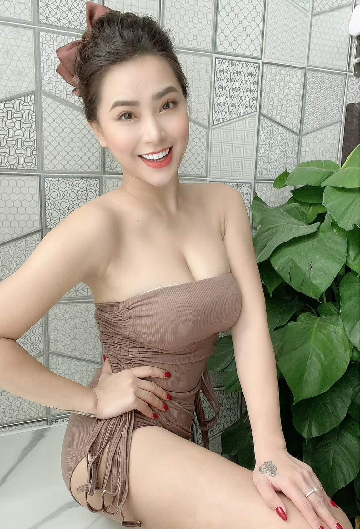 Thời trang bán hàng online mùa dịch của sao Việt bị chê phản cảm - 6