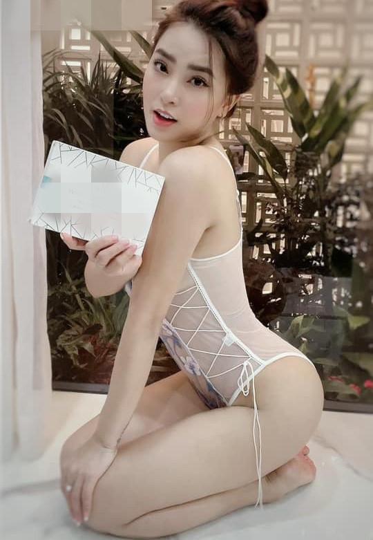 Thời trang bán hàng online mùa dịch của sao Việt bị chê phản cảm - 5