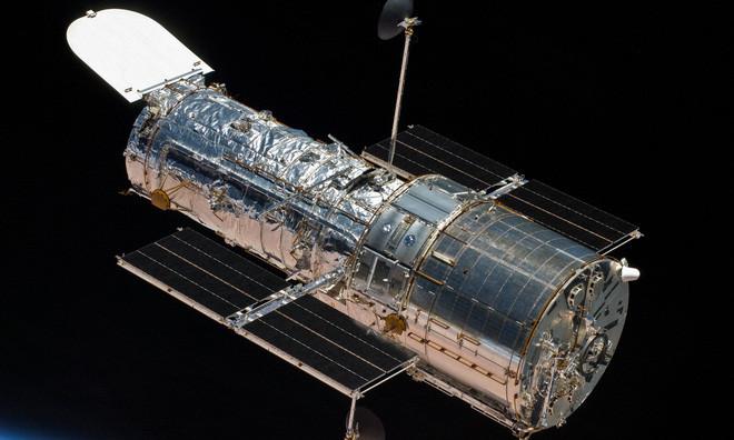Sau hơn một tháng gặp sự cố, kính thiên văn Hubble đã hoạt động trở lại - Ảnh 1.