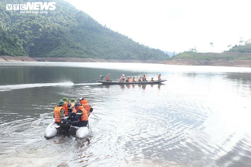 Ảnh: Nửa tháng lật tung sông Rào Trăng vẫn không thấy 11 công nhân mất tích - 5