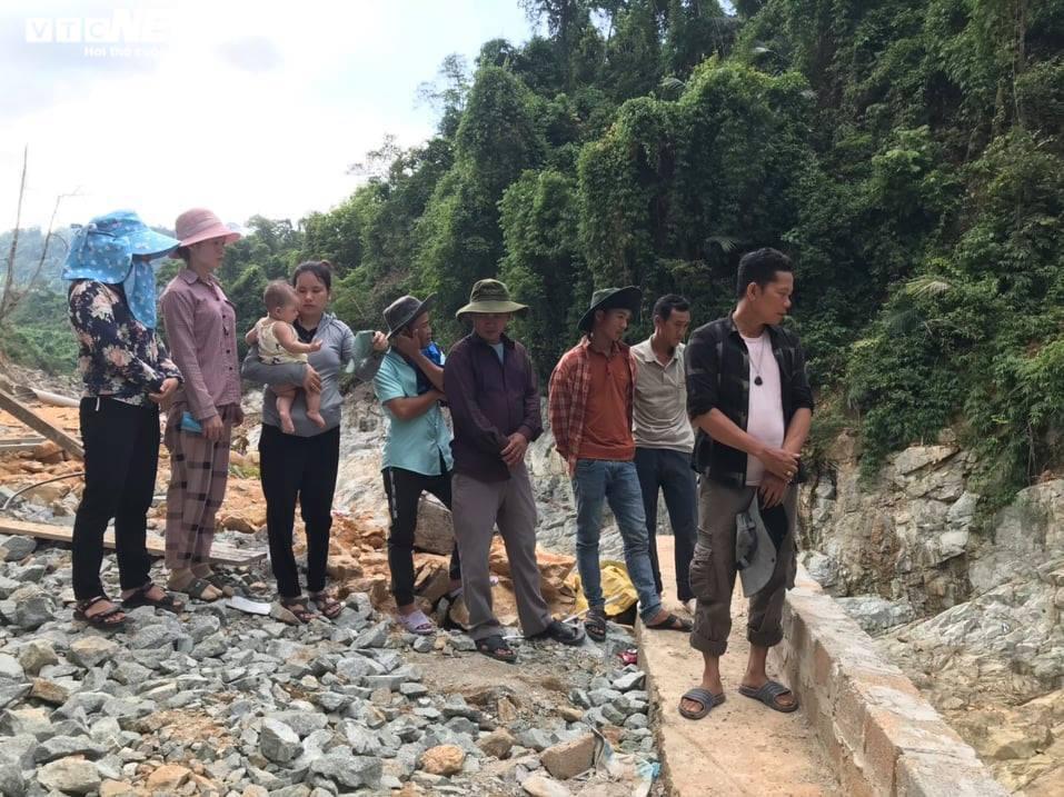 Ảnh: Nửa tháng lật tung sông Rào Trăng vẫn không thấy 11 công nhân mất tích - 10
