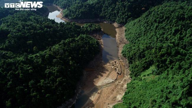 Ảnh: Nửa tháng lật tung sông Rào Trăng vẫn không thấy 11 công nhân mất tích - 2