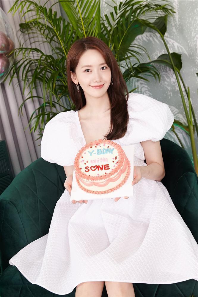 Jennie, Lisa đụng váy tiểu thư với Yoona, Âu Dương Na Na: Ai đẹp hơn?-4