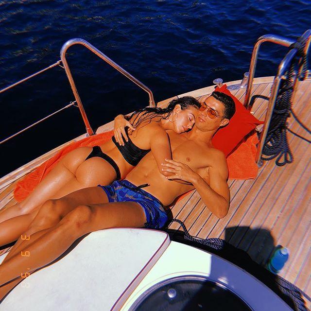 """Hôn thê của CR7 diện bikini khoe body đầy đặn hấp dẫn khiến hàng triệu người """"thả tim"""" - 2"""