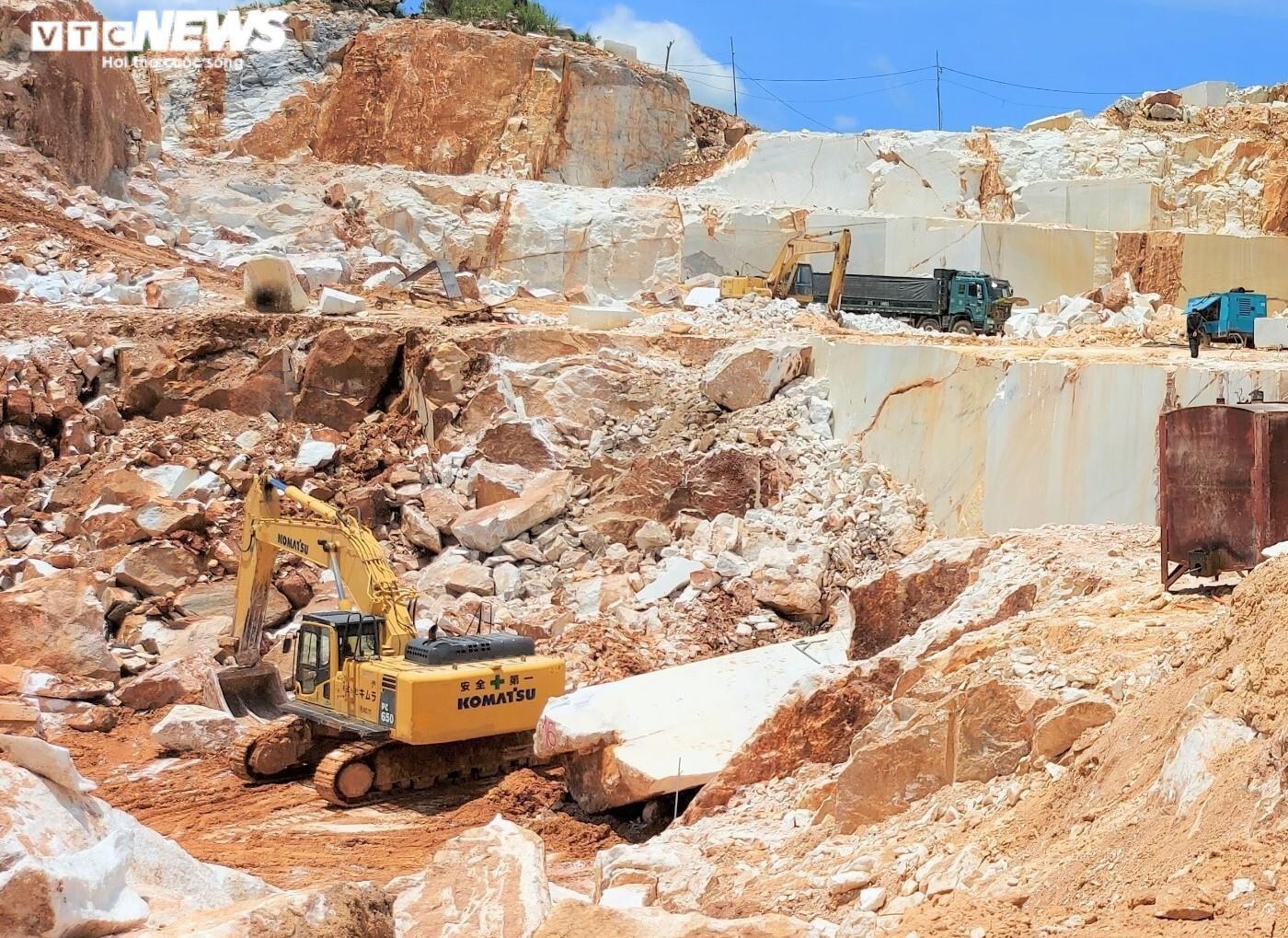Tan hoang hiện trường khai thác trái phép đá trắng ở Nghệ An - 3