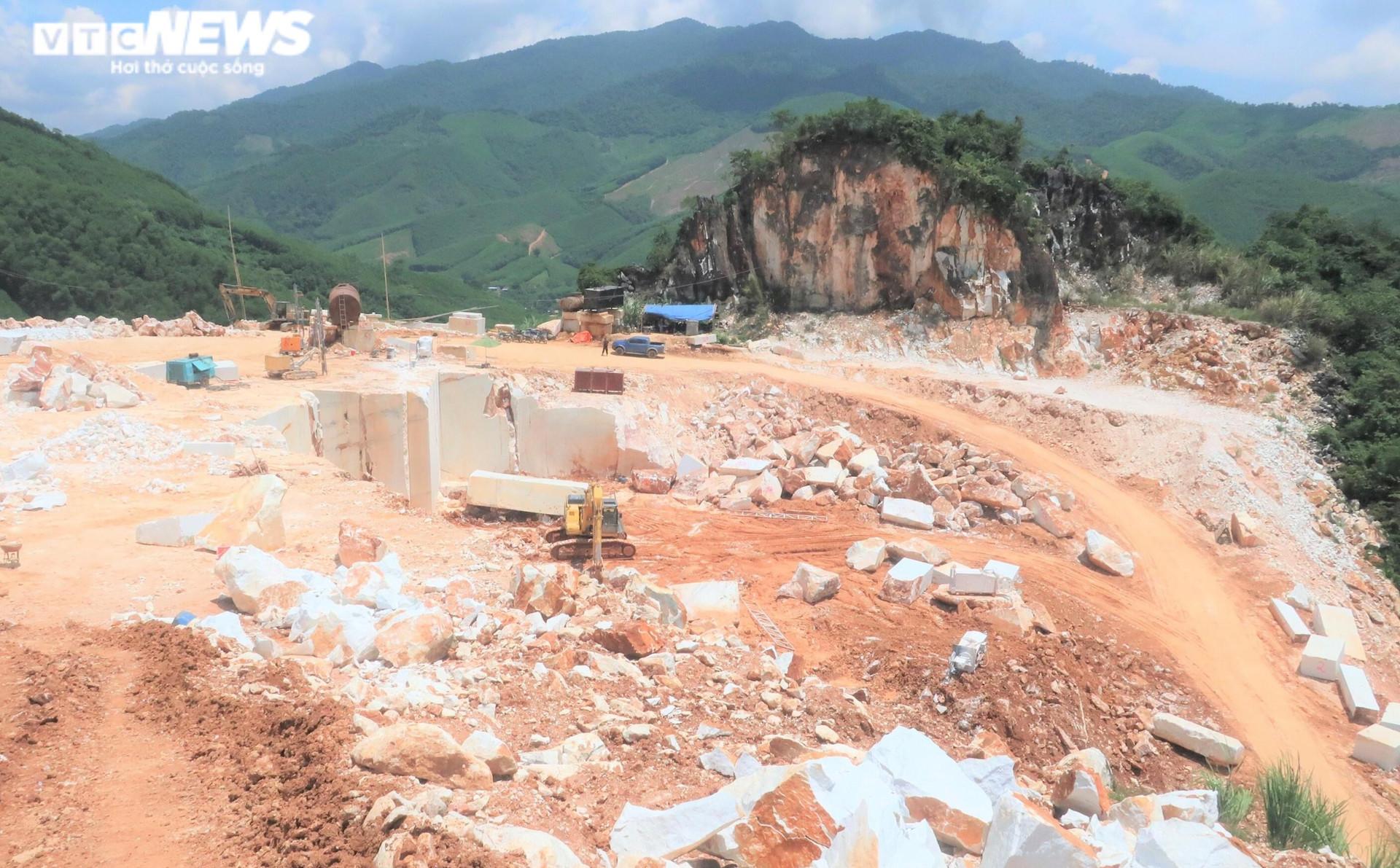 Tan hoang hiện trường khai thác trái phép đá trắng ở Nghệ An - 5