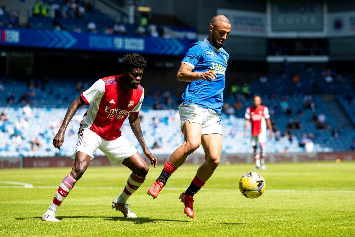 Sau khi bắt đầu chuỗi trận giao hữu bằng thất bại 1-2 trước Hibernian, Arsenal tiếp tục có cuộc đọ sức với Rangers.
