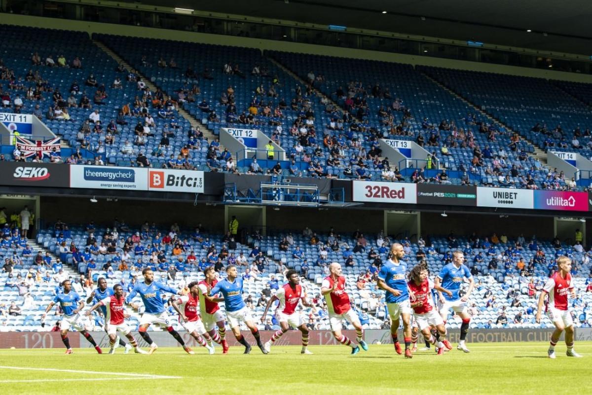 Sang hiệp 2, kịch bản lặp lại khi Rangers vượt lên dẫn trước còn Arsenal gỡ hòa.