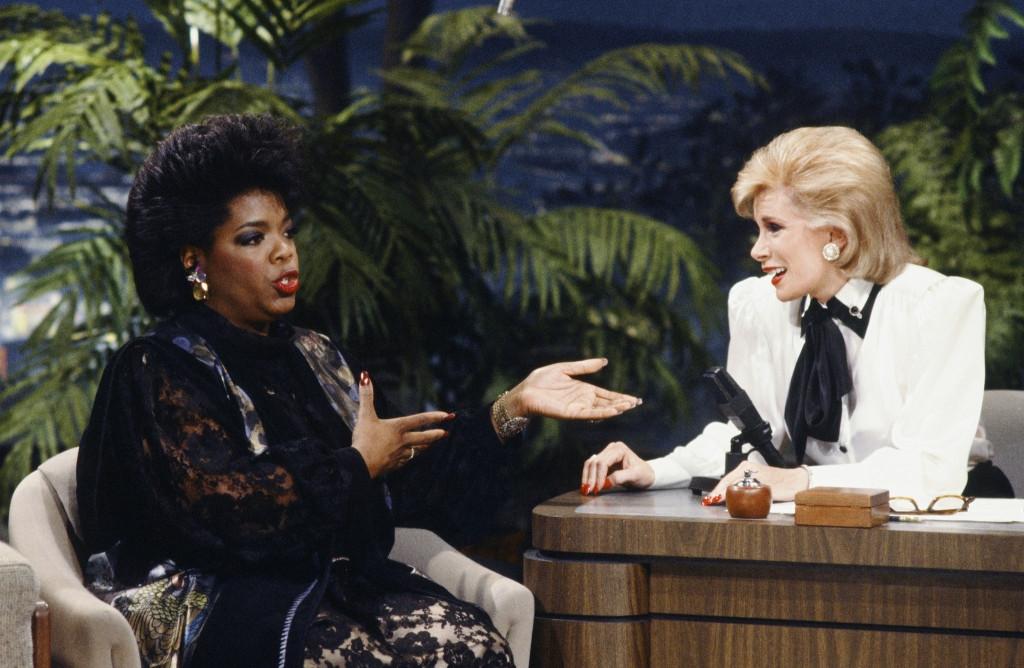 3. Diễn viên Joan Rivers cùng người dẫn chương trình da màu nổi tiếng Oprah Winfrey