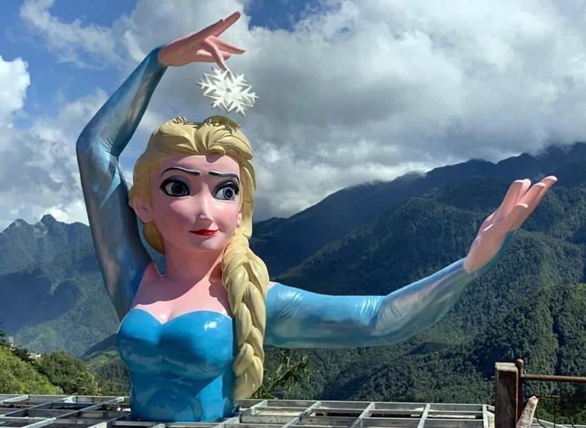 """Sa Pa: Cộng đồng mạng lại """"dậy sóng"""" với công chúa Elsa phiên bản lỗi - 1"""
