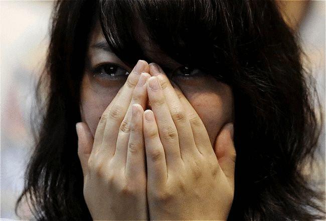 Vợ cũ bị bệnh đi tìm chồng cũ vay tiền, chồng cũ đưa ra thỏa thuận ly hôn trước đó, cô rơi nước mắt-1