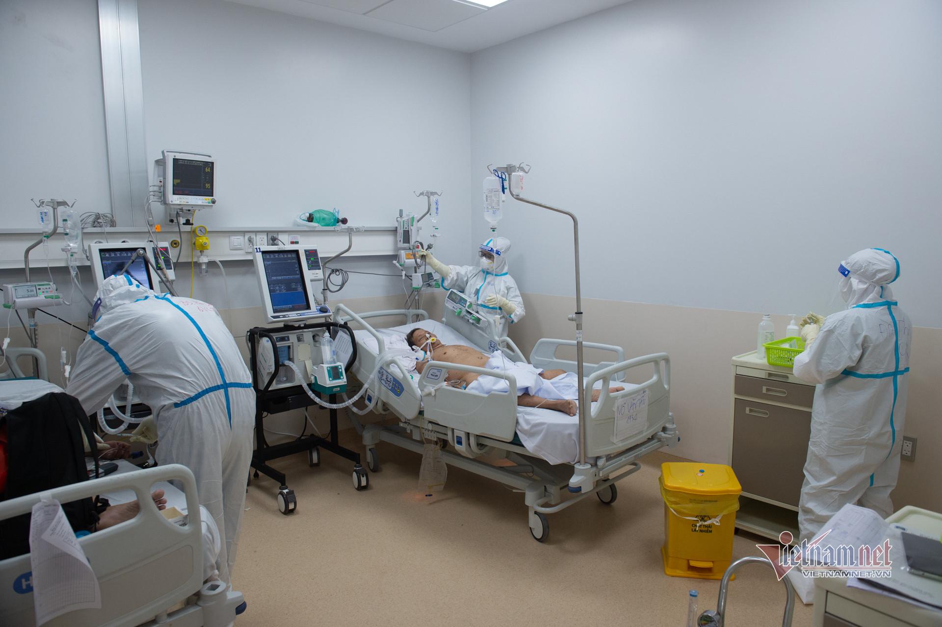 Hình ảnh bên trong bệnh viện điều trị bệnh nhân Covid-19 nặng ở TP.HCM