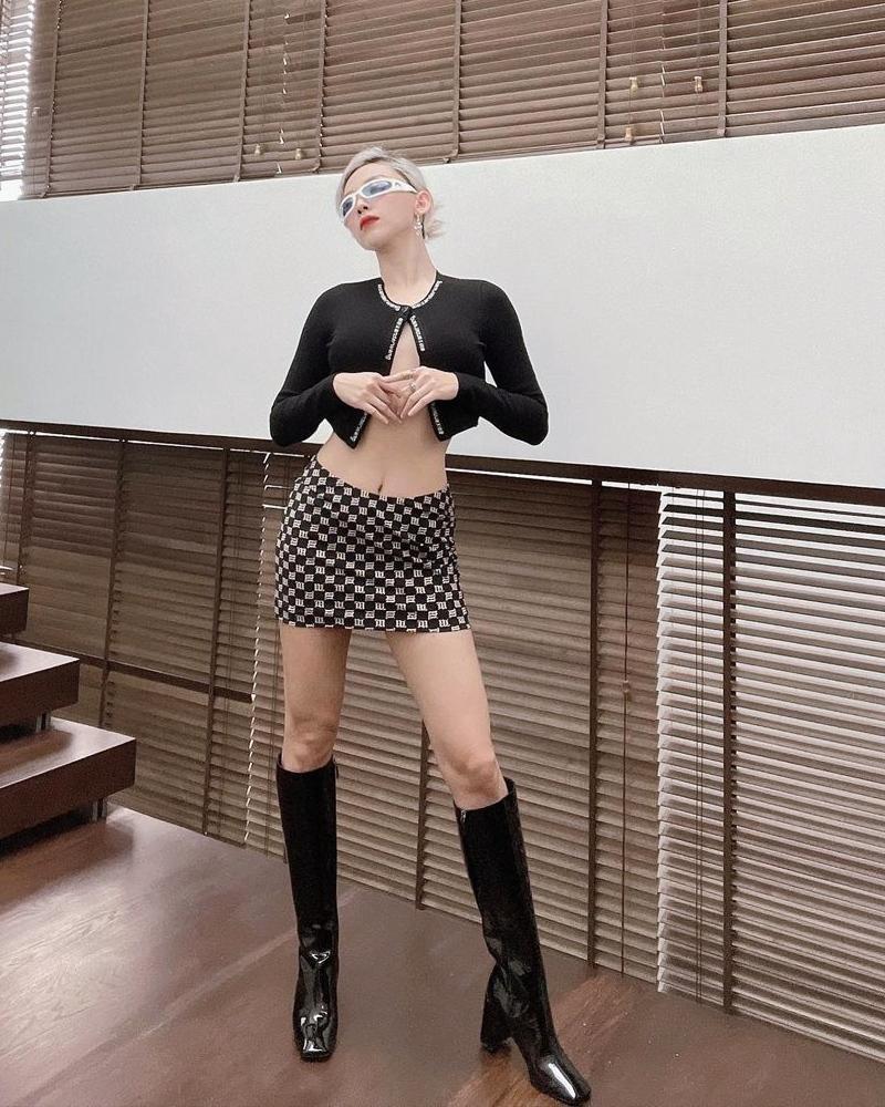 Tóc Tiên thả rông khiến fan toát mồ hôi - Chi Pu diện bikini hóa búp bê tại gia-9