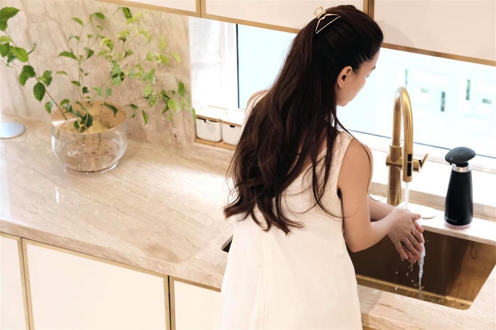 Kim Lý hứa làm ông nội trợ giỏi trong biệt thự mới của Hồ Ngọc Hà-5