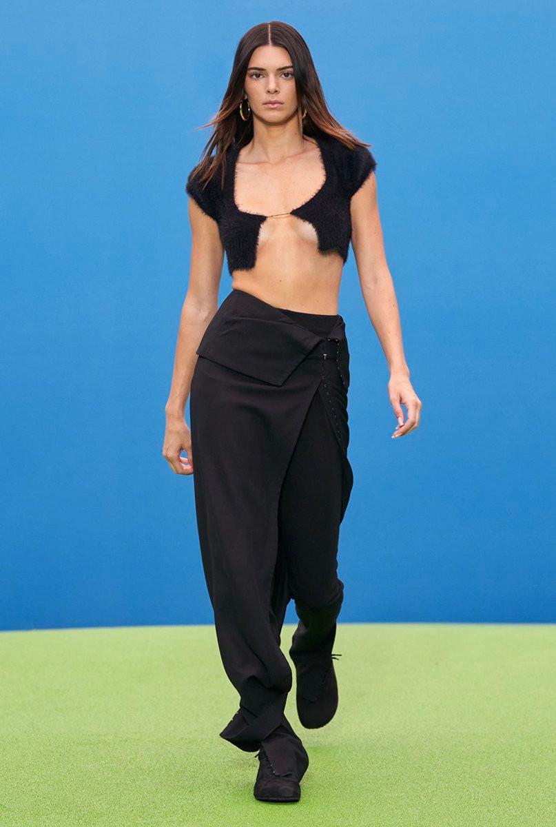 Kendall Jenner trở lại sàn catwalk nhận được gần 5 triệu like - 5