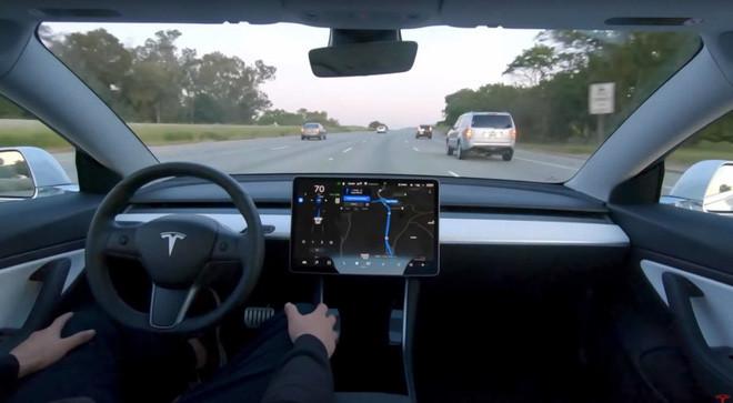 Tesla cho phép khách hàng dùng tính năng Tự lái hoàn toàn với giá chỉ 199 USD/tháng - Ảnh 1.
