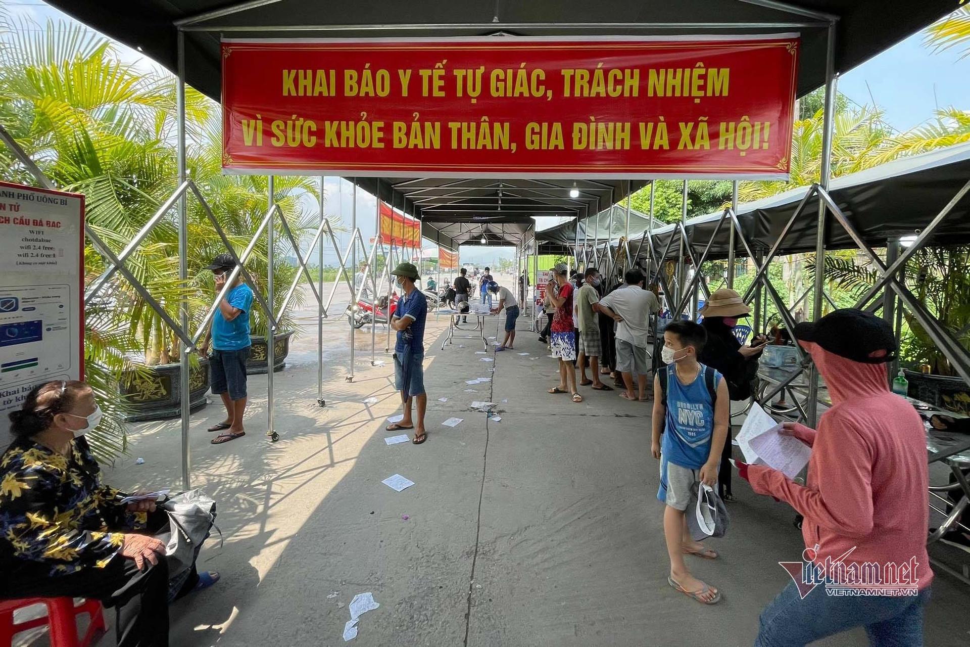 Có giấy xét nghiệm PCR, người đàn ông Hà Nội không vào được Quảng Ninh