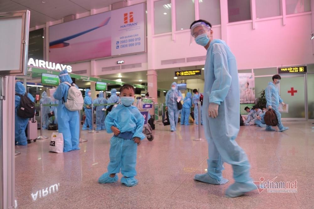 200 người dân Bình Định rời TP.HCM về quê nhà trên chuyến bay miễn phí