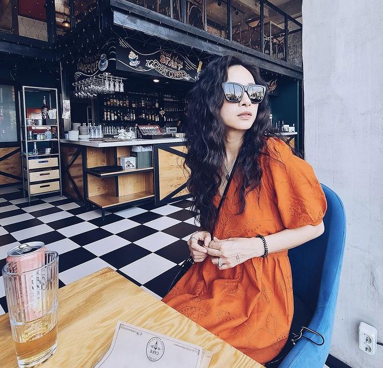 Phối trang phục sắc cam sang chảnh ngày hè như Hà Hồ, Ngô Thanh Vân-2