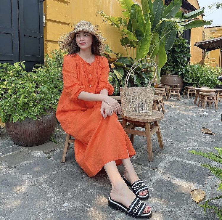 Phối trang phục sắc cam sang chảnh ngày hè như Hà Hồ, Ngô Thanh Vân-1