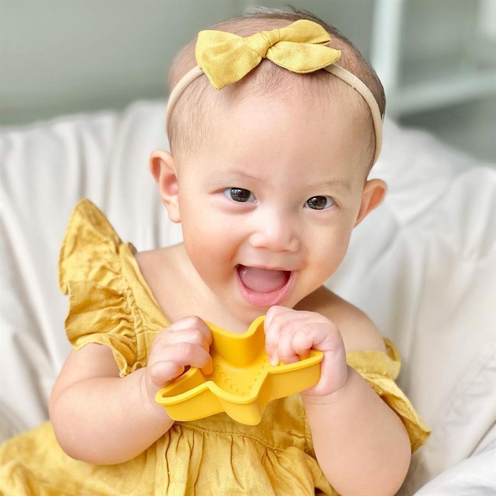Tan chảy nụ cười hoa hậu của con gái Hồ Ngọc Hà-3