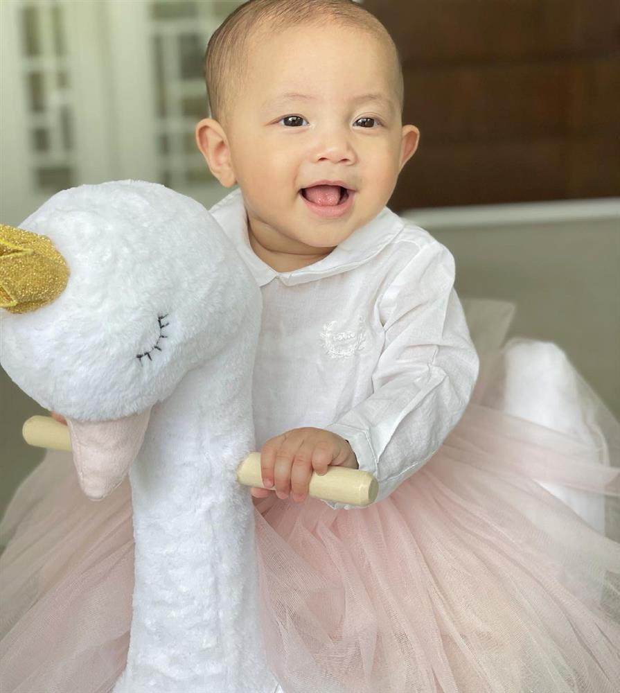 Tan chảy nụ cười hoa hậu của con gái Hồ Ngọc Hà-7