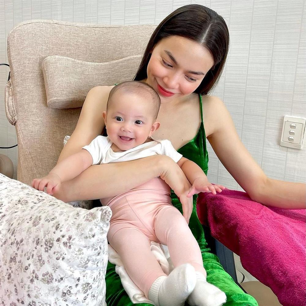 Tan chảy nụ cười hoa hậu của con gái Hồ Ngọc Hà-9