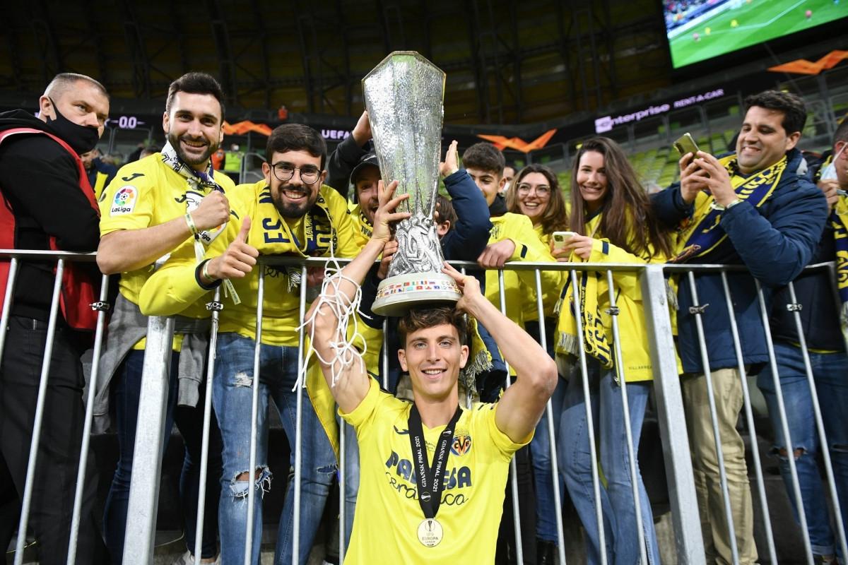 4. Trung vệ Pau Torres   Tây Ban Nha   Villarreal   Định giá chuyển nhượng: 50 triệu Euro