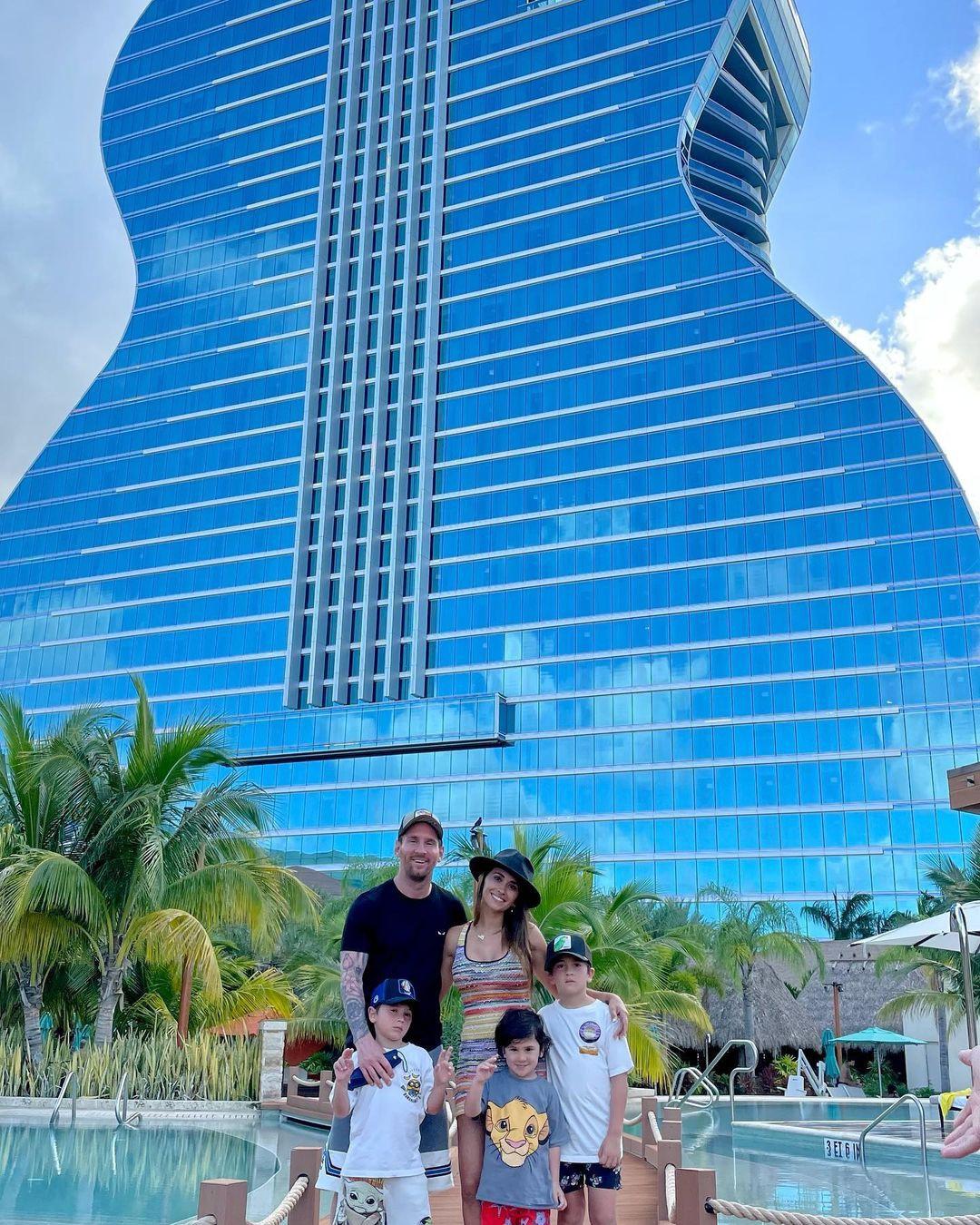 Khám phá khách sạn hình cây đàn mà gia đình Messi đang nghỉ dưỡng - 2