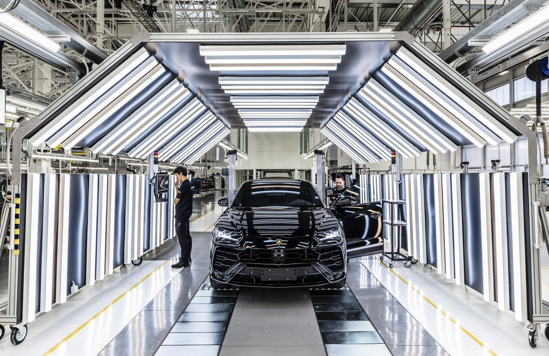 Lamborghini Urus có doanh số nhanh nhất mọi thời đại