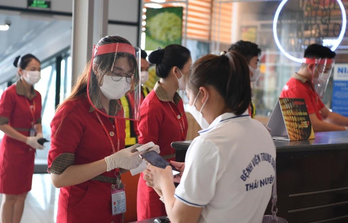 Hãng hàng không Vietjet đã vận chuyển hàng nghìn y bác sỹ vào Thành phố Hồ Chí Minh chống dịch COVID-19. (Ảnh: CTV/Vietnam)