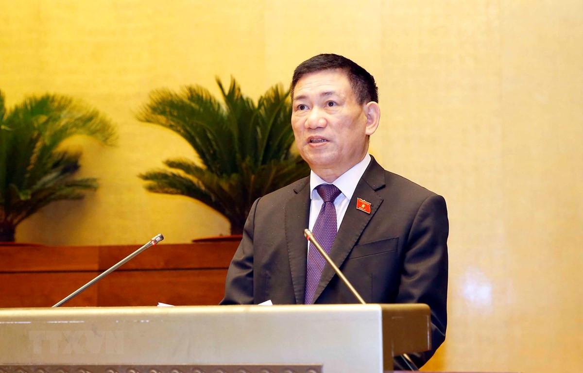 Bộ trưởng Bộ Tài chính nhiệm kỳ 2016-2021 Hồ Đức Phớc, thừa ủy quyền của Thủ tướng Chính phủ, trình bày Tờ trình đề nghị Quốc hội phê chuẩn quyết toán ngân sách nhà nước năm 2019. (Ảnh: Doãn Tấn/TTXVN)