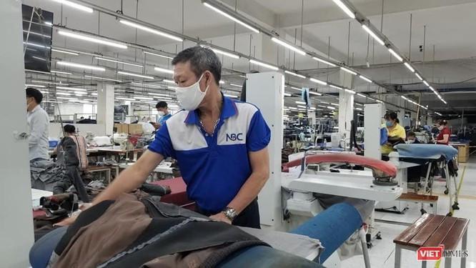 """Tâm sự bên trong những nhà máy """"ba tại chỗ"""" sản xuất ở tâm dịch TP.HCM ảnh 2"""