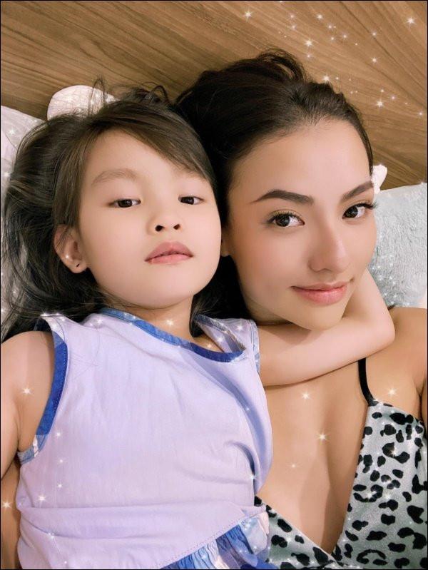 Con gái 5 tuổi của Hồng Quế quyết định cho phép mẹ đi lấy chồng, nghe lý doai cũng buồn cười vì ứng biến của cô bé-3