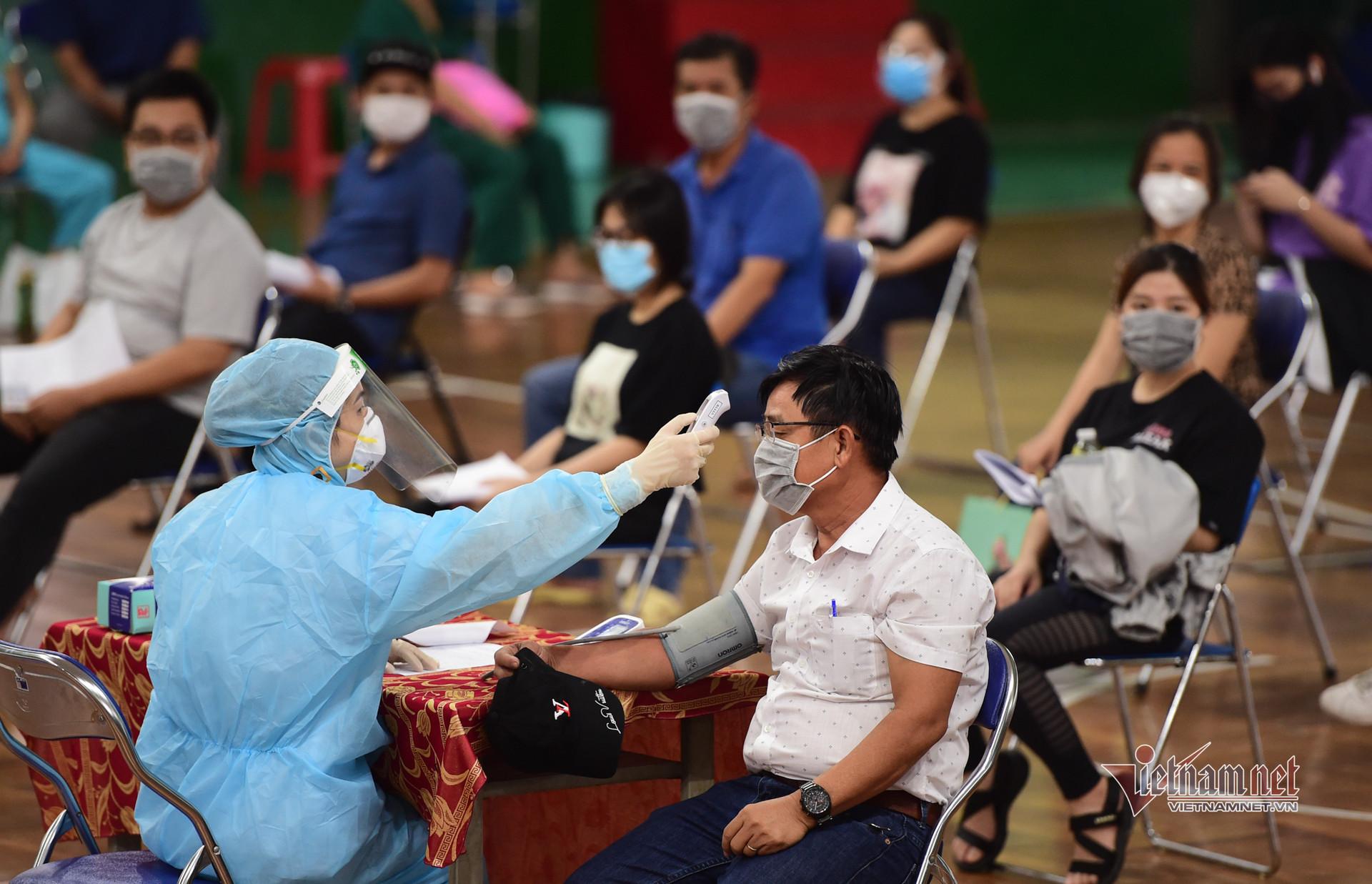 Hình ảnh TP.HCM bắt đầu tiêm vắc xin Covid-19 đợt 5
