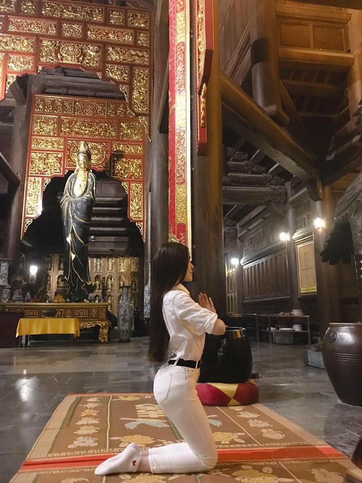 Loạt sao Việt bị chỉ trích vì tạo dáng phản cảm chốn linh thiêng-6