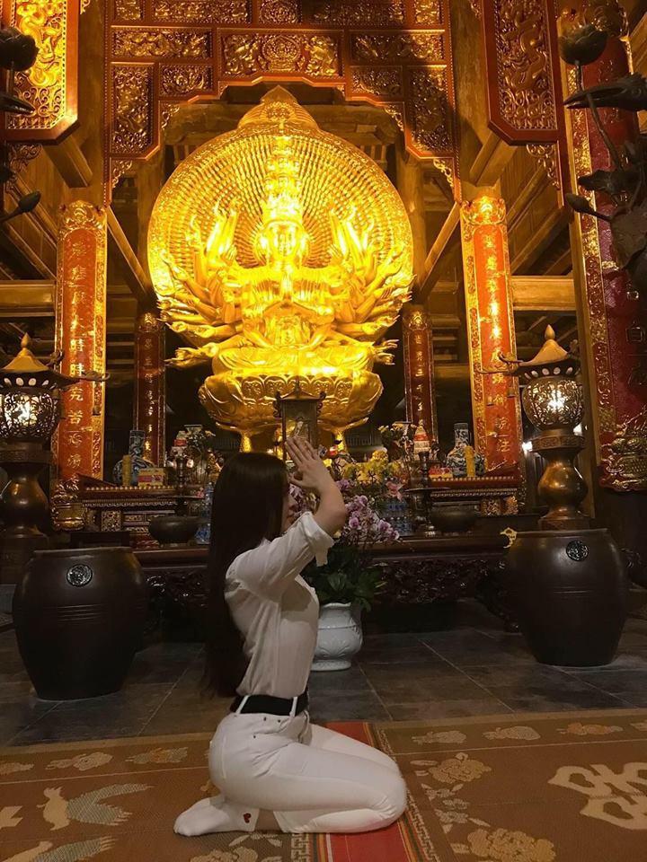 Loạt sao Việt bị chỉ trích vì tạo dáng phản cảm chốn linh thiêng-7