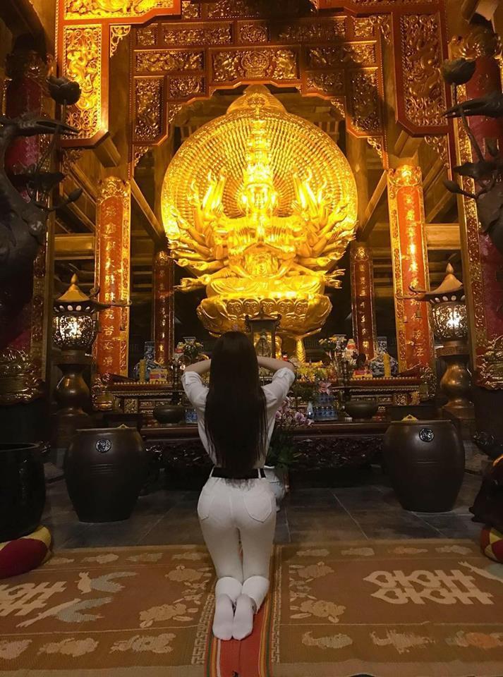 Loạt sao Việt bị chỉ trích vì tạo dáng phản cảm chốn linh thiêng-8
