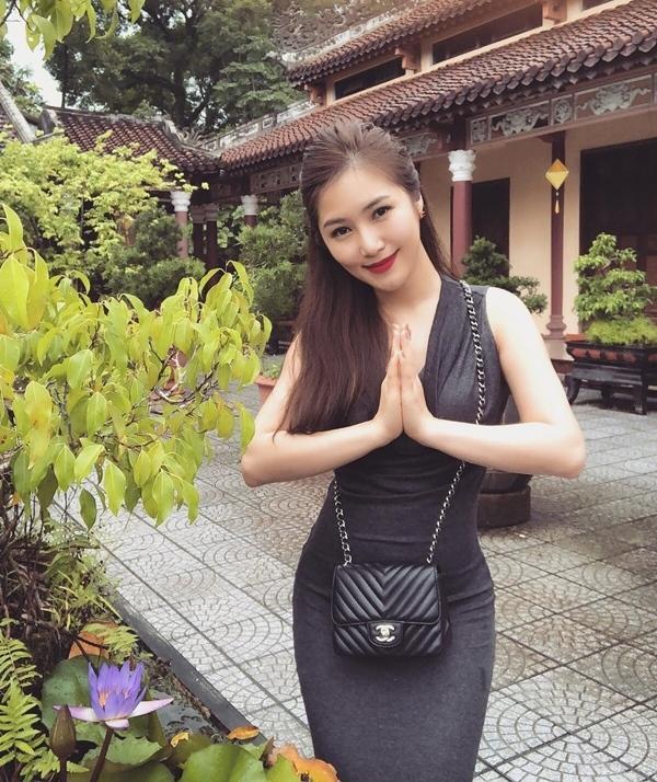 Loạt sao Việt bị chỉ trích vì tạo dáng phản cảm chốn linh thiêng-10
