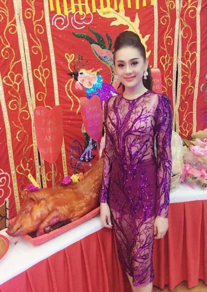 Loạt sao Việt bị chỉ trích vì tạo dáng phản cảm chốn linh thiêng-9