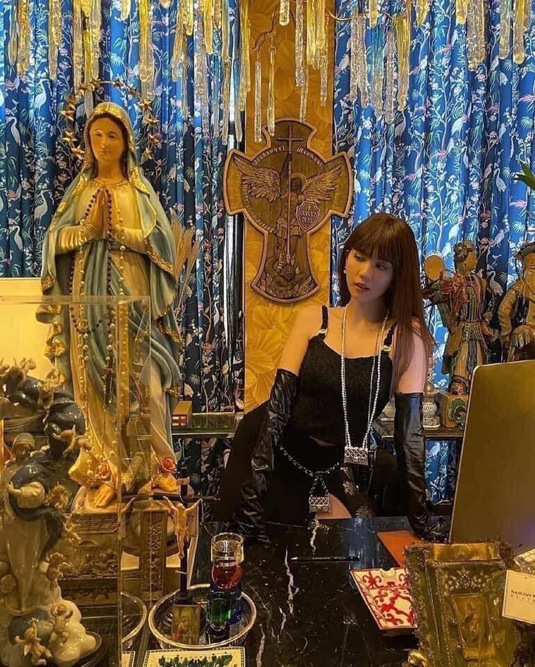 Loạt sao Việt bị chỉ trích vì tạo dáng phản cảm chốn linh thiêng-4